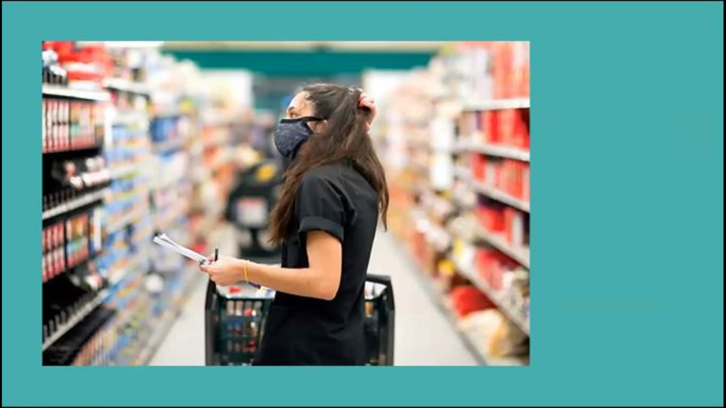 Woman wearing a mask shopping.